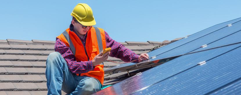 Plaatsen van zonnepanelen door een gecertificeerde installateur
