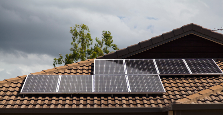 Zonnepanelen op klein of plat dak plaatsen
